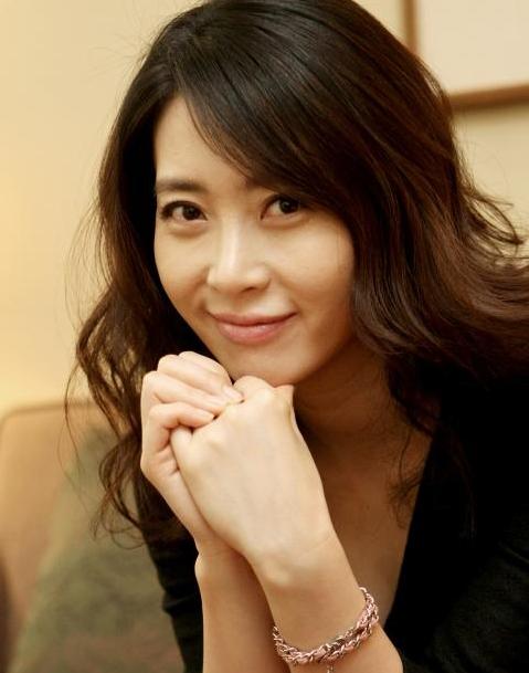 Song Hye Kyo và phu nhân K2 Song Yoon đứng top 1 Naver