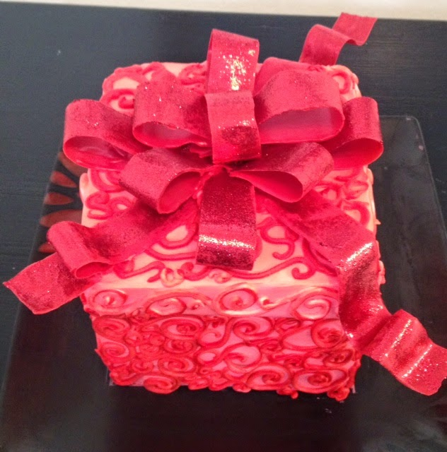 Cake Decorating Gift Box : Frosted Art: Gift Box Cake- Cake Decorating- Buttercream