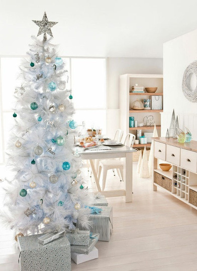 Christmas decoration ideas for white christmas trees for Non traditional christmas tree ideas