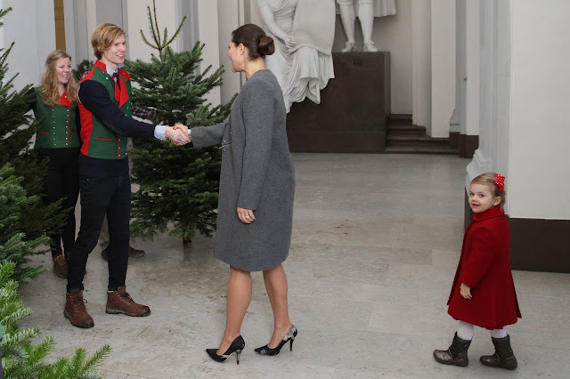Princess Victoria and Princess Estelle accept Christmas trees