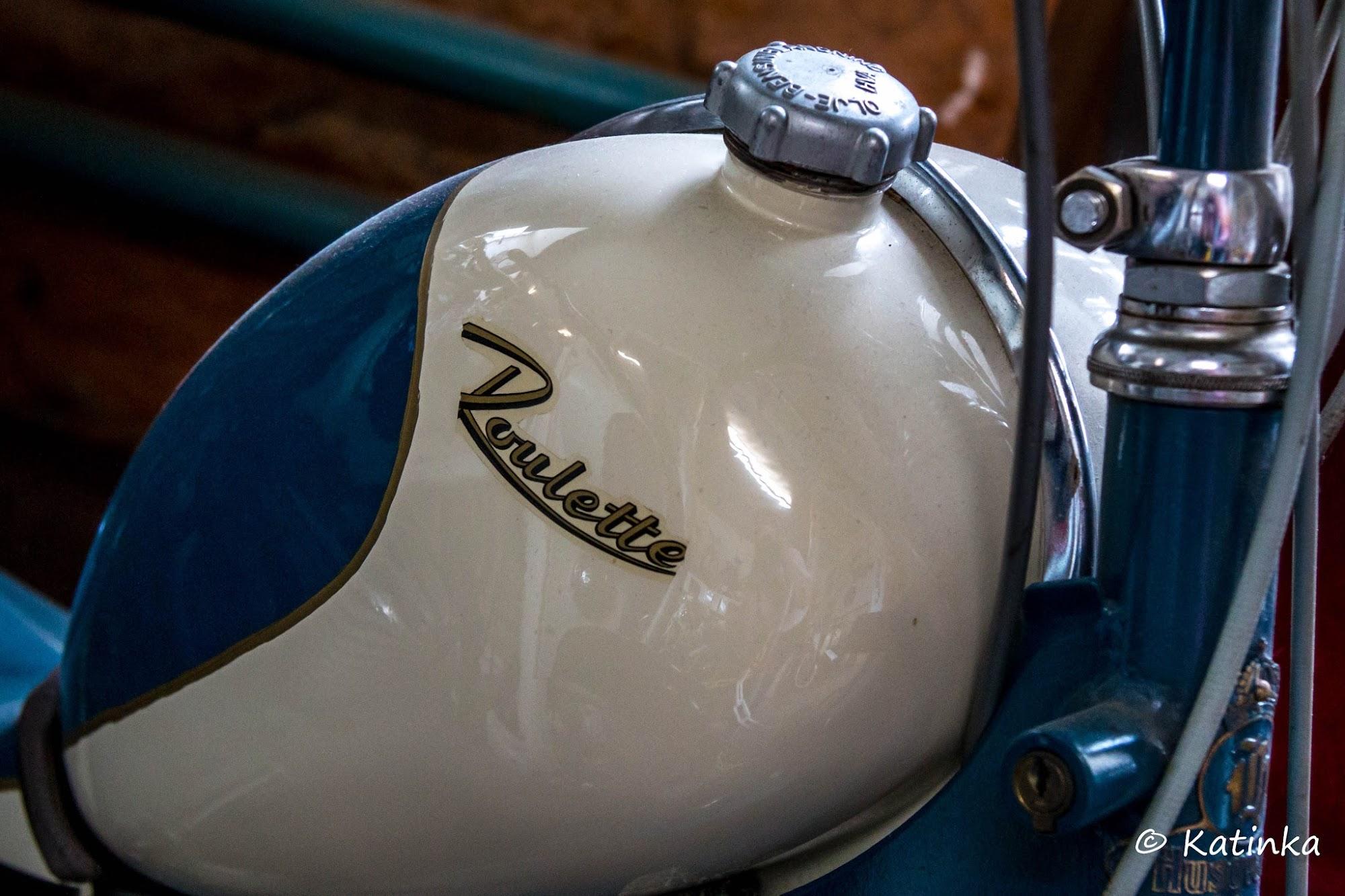 Sana mopo on lyhenne sanasta moottoripolkupyörä. Mopedit ovat saaneet  alkunsa apumoottoreilla varustetuista polkupyöristä ea2e306127