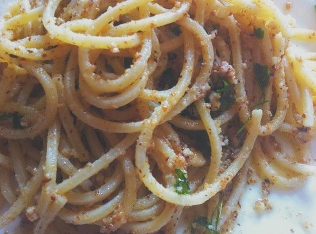 spaghetti con nocciole e bottarga