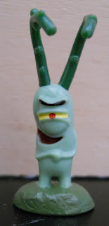 regalo de kinder sorpresa de figura de Plancton de Bob Esponja