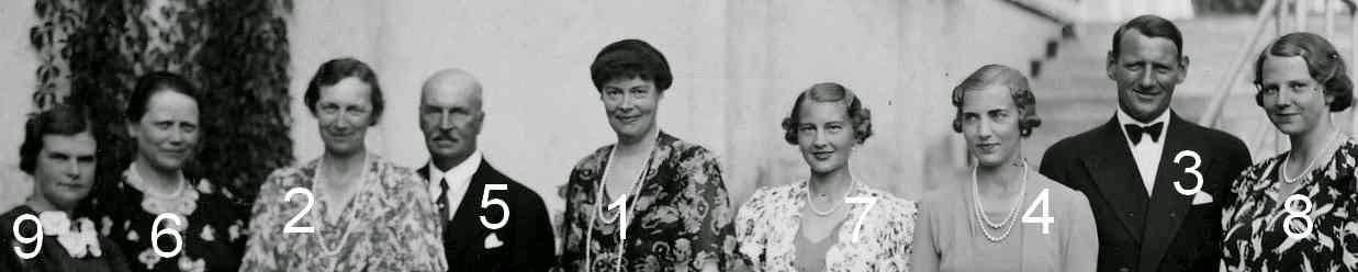 1- princesse héritière Cecilie, née duchesse zu Mecklenburg 1886-1954, épouse du Kronprinz Wilhelm, prince impérial allemand, prince royal de Prusse 2- reine de Danemark, née duchesse Alexandrine zu Mecklenburg 1879-1952 3-prince héritier de Danemark, devenu roi Frederik IX de Danemark en 1947, 1899-1972 4-princesse héritière de Danemark, née princesse Ingrid de Suède 1910-2000 5-duc Adolf Friedrich zu Mecklenburg 1873-1969 6-duchesse Adolf Friedrich zu Mecklenburg, née princesse Elisabeth zu Stolberg-Rossla 1885-1969 7-princesse Cecilie de Prusse 1917-1975 8-duchesse Thyra zu Mecklenburg 1919-1981 9-duchesse Woizlava zu Mecklenburg 1918-