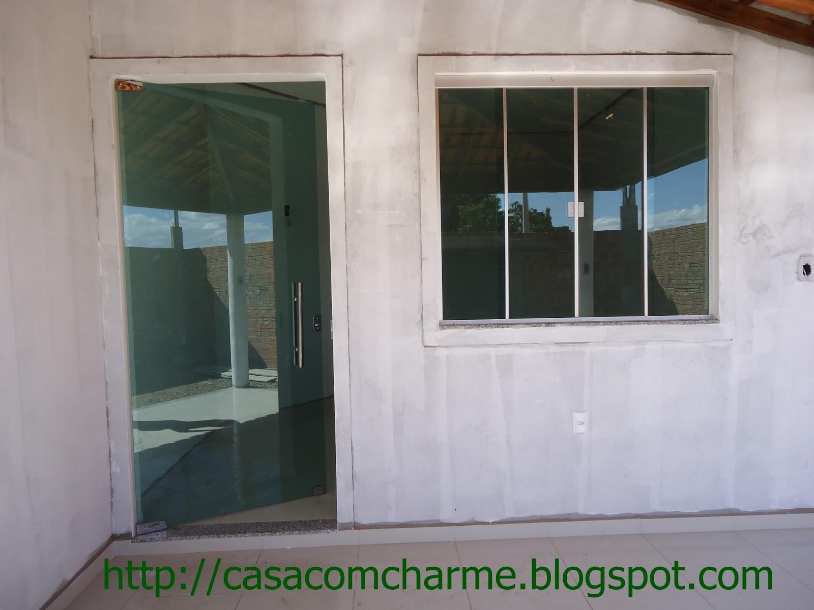 Portona de entrada e janelão até o vidraceiro achava que não ia  #3E5E3D 1600 1200