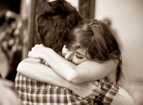 Abraço faz bem à saúde e reduz stress, medo e ansiedade