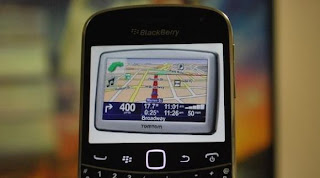RIM ha anunciado hoy una asociación con la compañía famosa TomTom Navigator. Que ofrece información en tiempo real del tráfico y mapas para la navegación paso a paso que soportará la aplicación BlackBerry Traffic. Esta es una señal que demuestra como estaba previsto un navegador en la próxima plataforma BlackBerry 10. En el resto de la nota de prensa oficial: NUEVA ORLEANS – (BUSINESS WIRE) – TomTom ha anunciado hoy que Research In Motion (RIM) está usando el servicio de TomTom para el tráfico en tiempo real de la propia aplicación BlackBerry Traffic. Que ahora está respaldada por TomTom Traffic