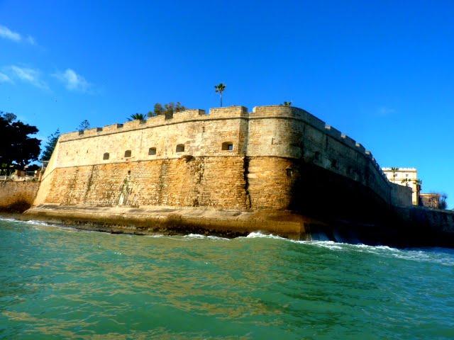 Sintiéndome un conquistador al acercarme a Cádiz por mar