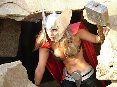 http://4.bp.blogspot.com/-c4gQaXT4EPo/T_XVxIs4aKI/AAAAAAAAKos/htvlia8dVjg/s400/cosplay-thor-crossplay.jpg