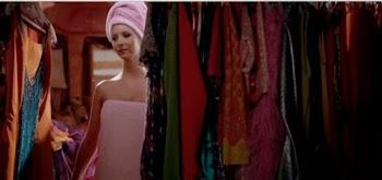 Η νέα μόδα που τρελαίνει τις ΗΠΑ - Οι γυναίκες αδειάζουν τις ντουλάπες τους και μένουν με 33 αντικείμενα