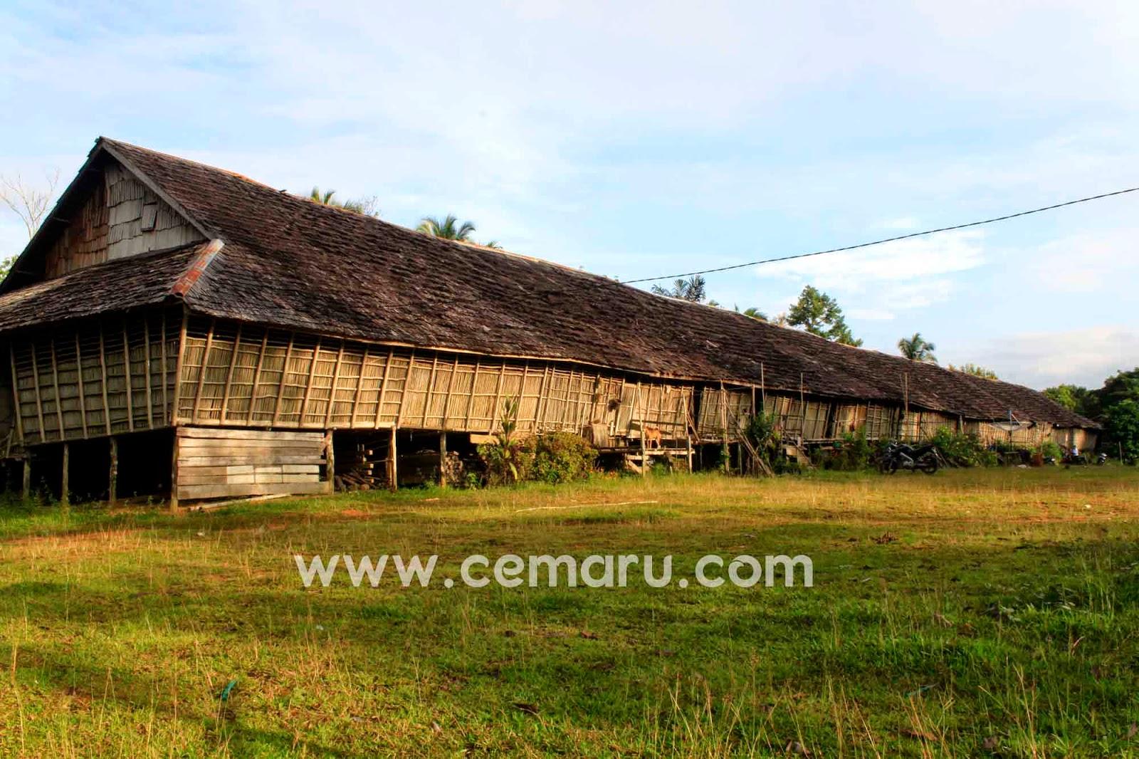 Rumah Betang Desa Ensaid Panjang, Sintang, Kalimantan Barat