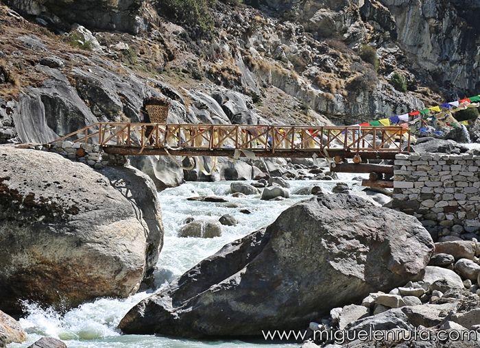 Imja-Khola-bridge-himalaya