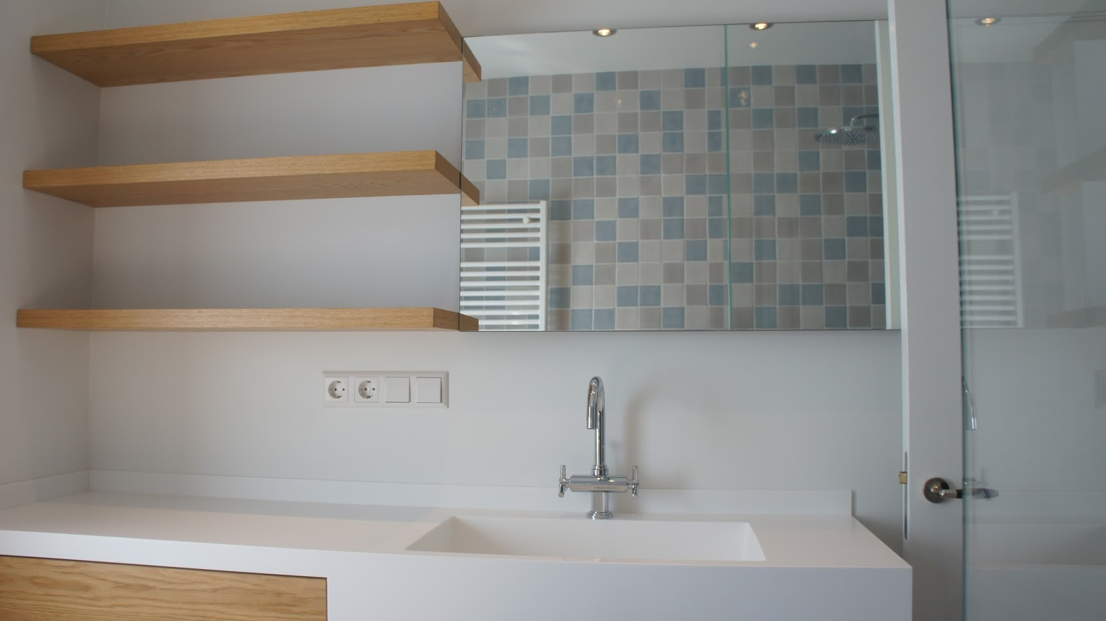 Kleine Badkamer Ideeen Zonder Bad : multifunctionele badkamer in ...