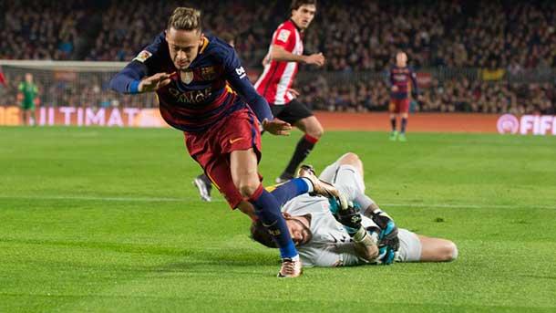 Barra libre de patadas a Neymar por parte del Athletic gracias a Hernández Hernández