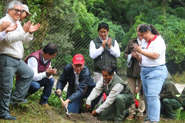 Renuncia ministro tras descubrirse asesoró a Odebrecht — Perú