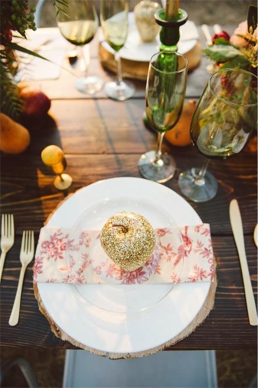 manzana recubierta de purpurina para decorar plato en boda