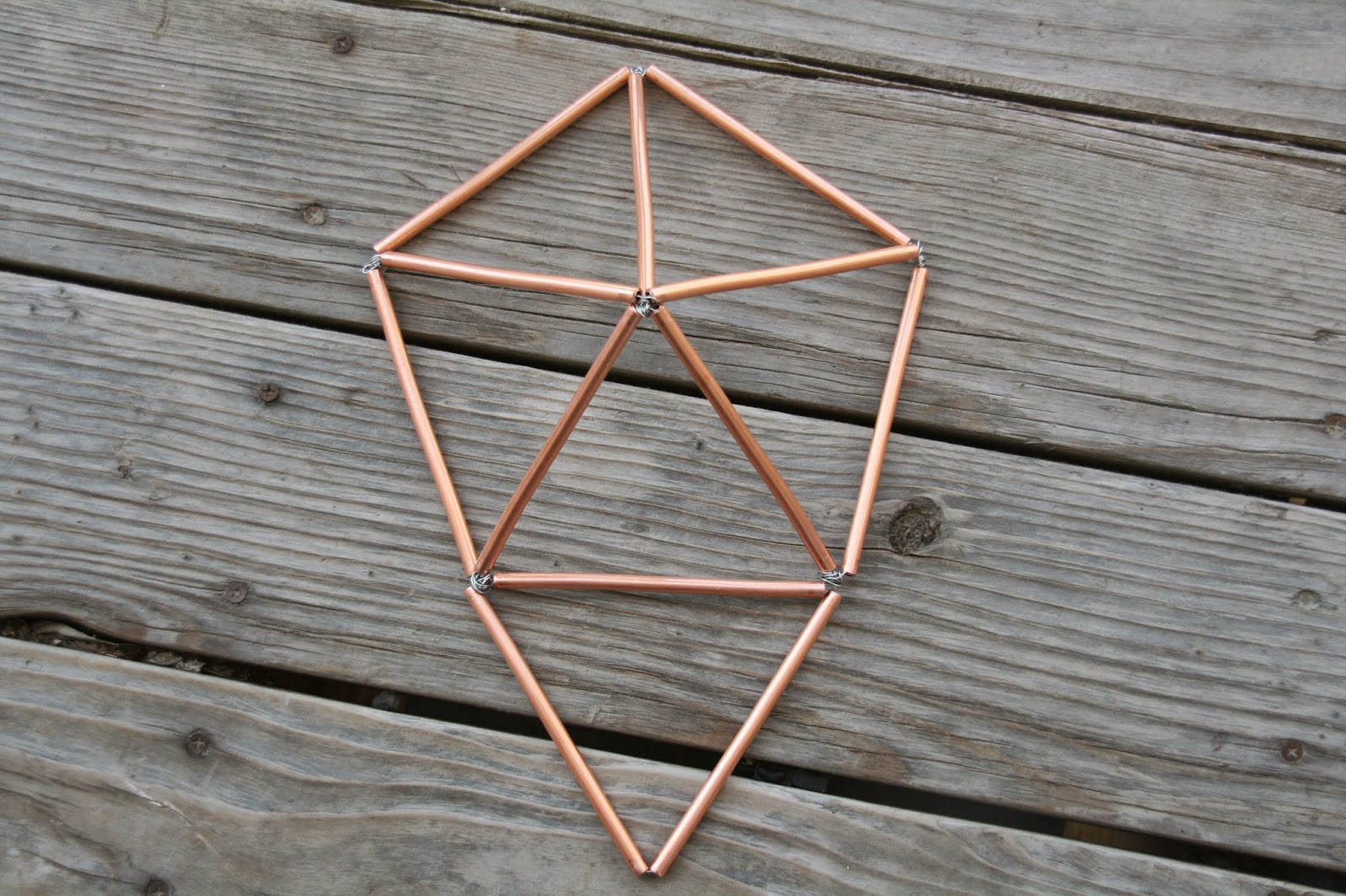 how to make a non convex pentagon using for triangles