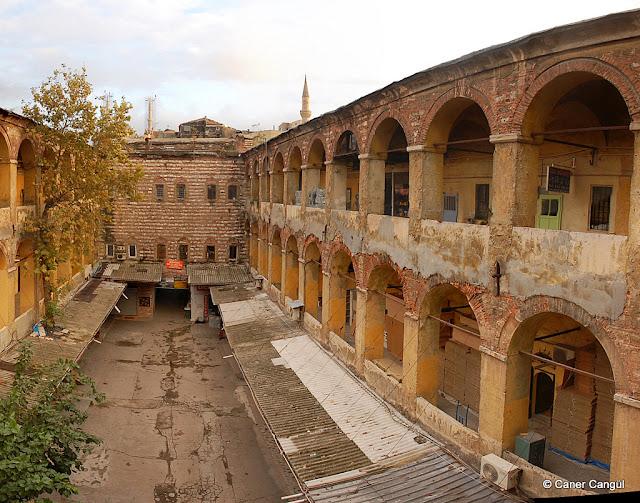 Beyazıt ve Kapalıçarşı'dan Geçip Mahmutpaşa, Mercan üzerinden Eminönü'ne | burada istanbul var