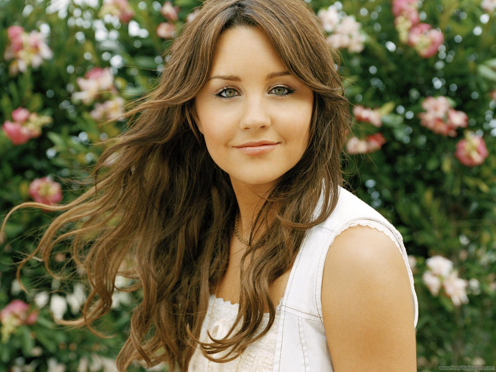 http://4.bp.blogspot.com/-c68kpwpr6gQ/Tt8ud-PjX3I/AAAAAAAACQE/ESa-EKO5Y2E/s1600/amanda_bynes_actress_fantastic_wallpaper-1440x1280.jpg