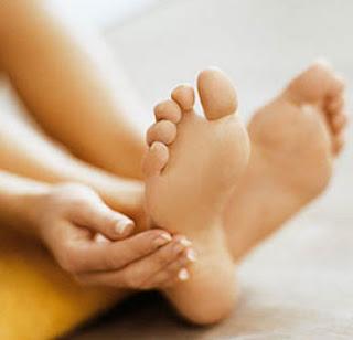 Symptoms of Cracked Heels