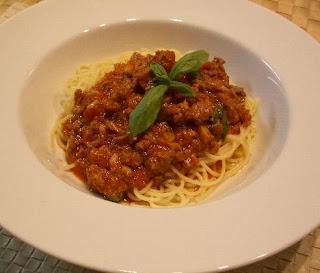İtalyan Bolonez sos, kıymalı domatesli makarna sosu