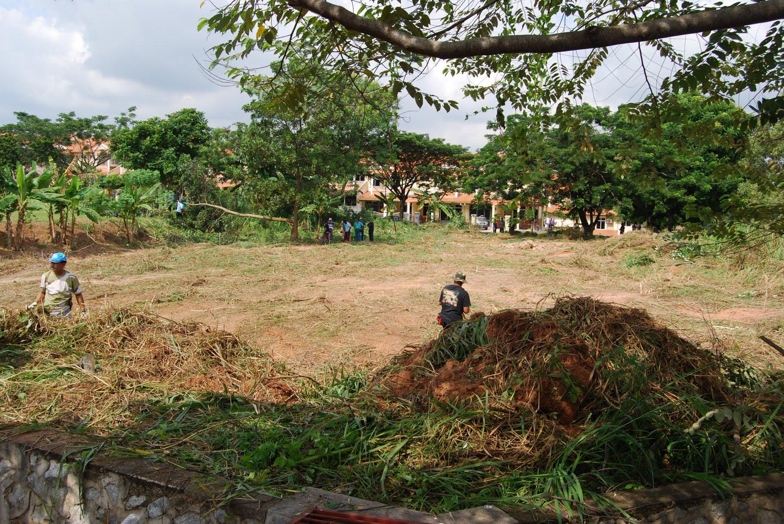Gotong-Royong Perdana Al-Mahabbah Desa Indah