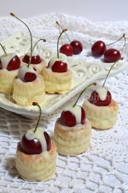 hiperica_lady_boheme_blog_di_cucina_ricette_gustose_facili_dolcetti_veloci_al_cioccolato_bianco_e_ciliegie_1