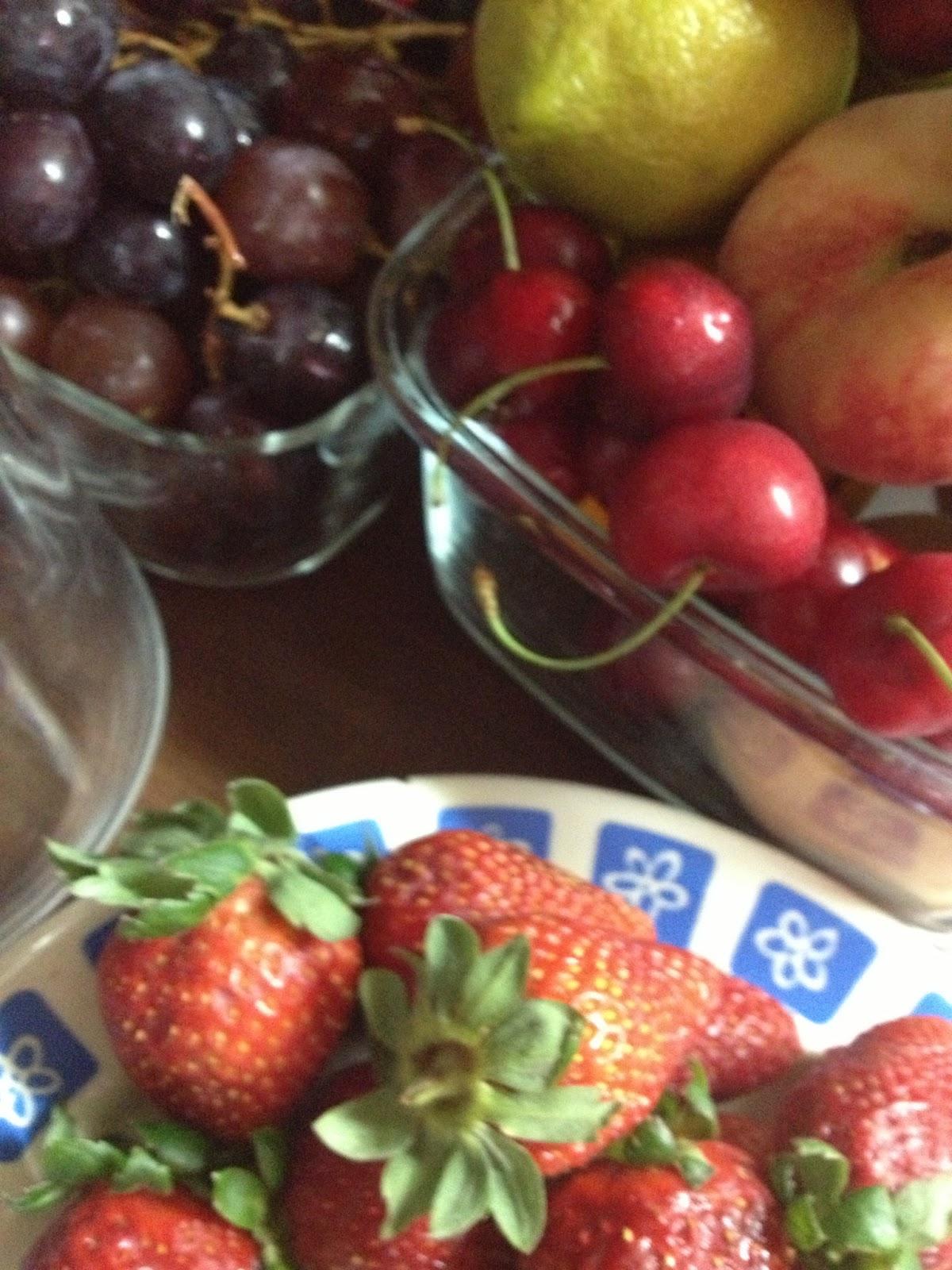 C ctel de fruta con zumo de naranja lim n y vino blanco for Coctel con zumo de tomate