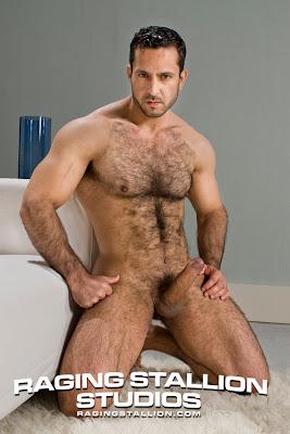 buenas a todos os dejo una nueva entrega de hombres desnudos que es lo