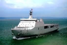 Membangun kapal sendiri baik untuk kapal perang maupun kapal sipil