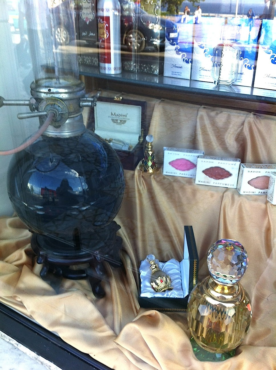 A passage to tangier shopping in tangier the madini for Interieur parfum