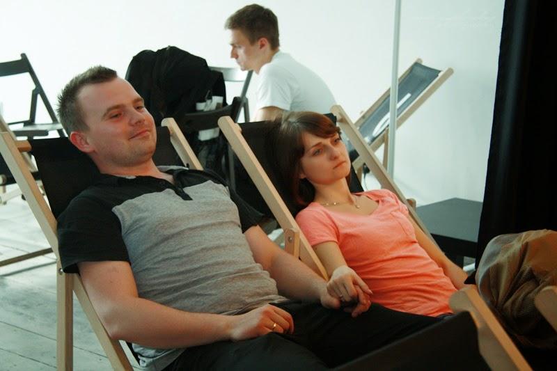 mezczyzna, kobieta na lezakch, razem, milosc, urodzinowe spotkanie Geek Girls Carrots Łódź