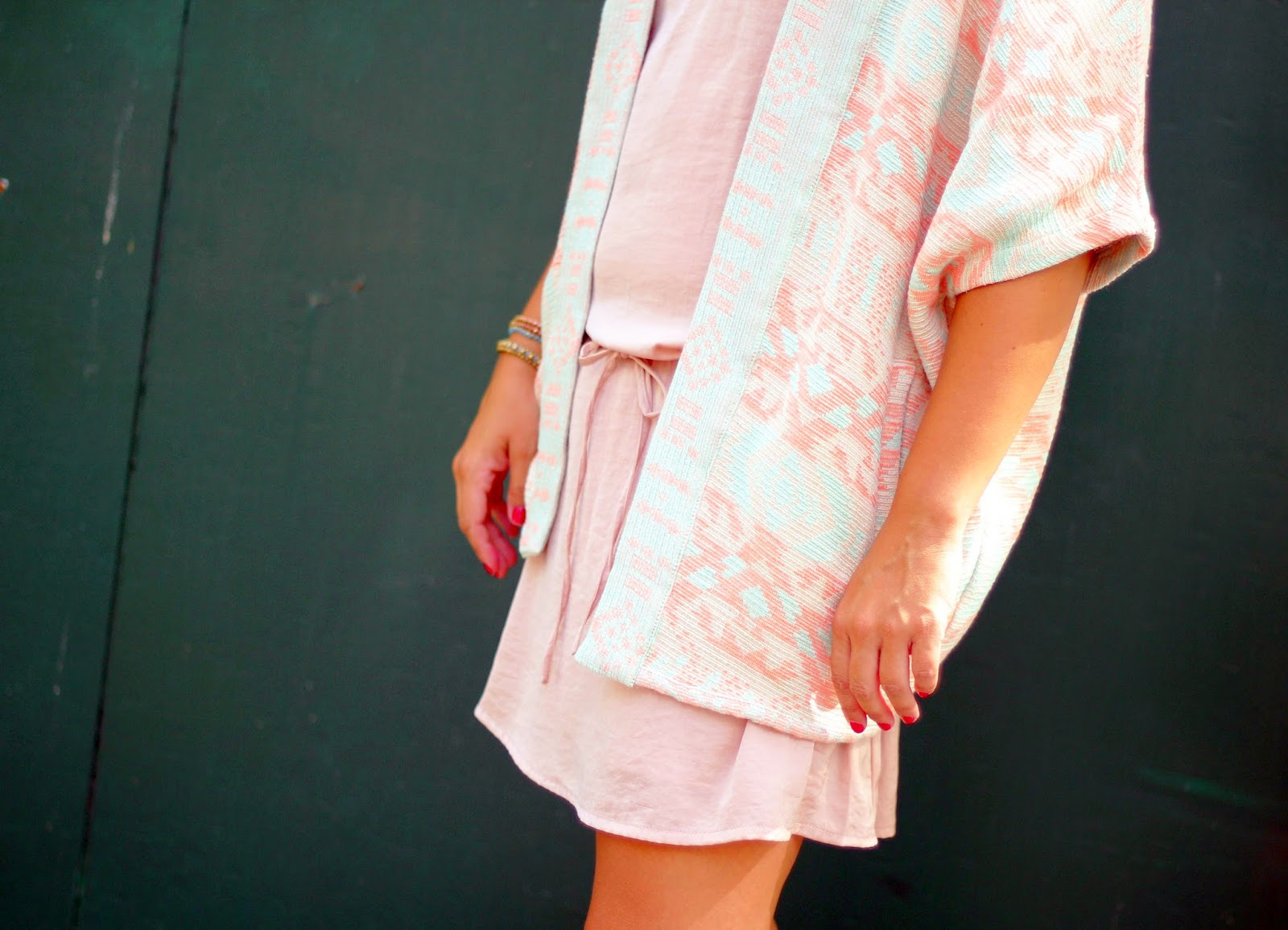 photo-look-ethnic_jacket-nude_dress-pull_and_bear-stree_style
