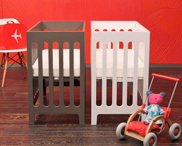 Home and garden modern small baby crib design for small for Best baby cribs for small spaces