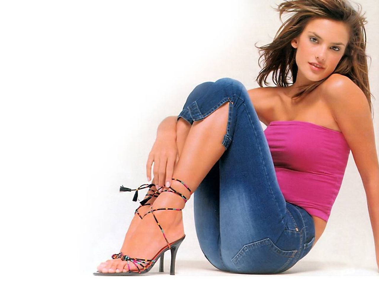 http://4.bp.blogspot.com/-c7q6WcMJoC0/T37ycgEEeSI/AAAAAAAAFmY/k9ENt34IHzY/s1600/Alessandra-Ambrosio-1.jpg