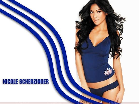nicole_scherzinger_hot_picture_in_blue
