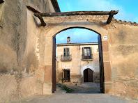 Portal d'entrada al pati o lliça de Cal Magí de les Alzines