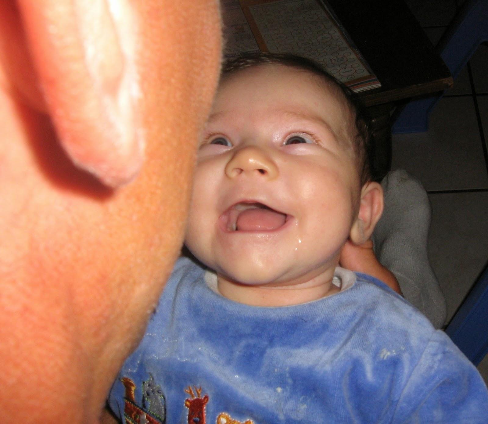 bambin imitation jeu bébé intéressant capacités langage parler