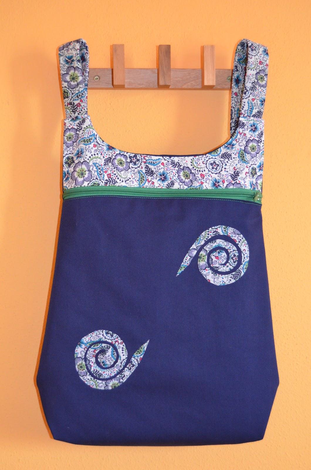 Con hilo y alquimia camisetas con pintura bolsos for Disenos de bolsos de tela