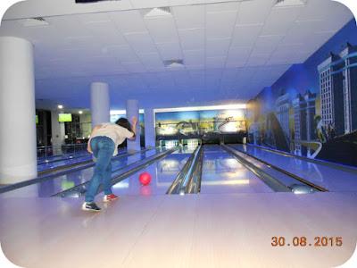 Stefi debuteaza la bowling