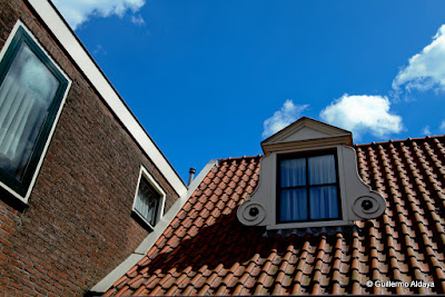 In Volendam (Netherlands), by Guillermo Aldaya / PhotoConversa