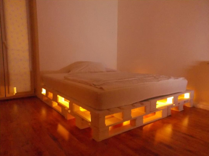 Las 23 mejores camas hechas con palets for Base de cama hecha con tarimas