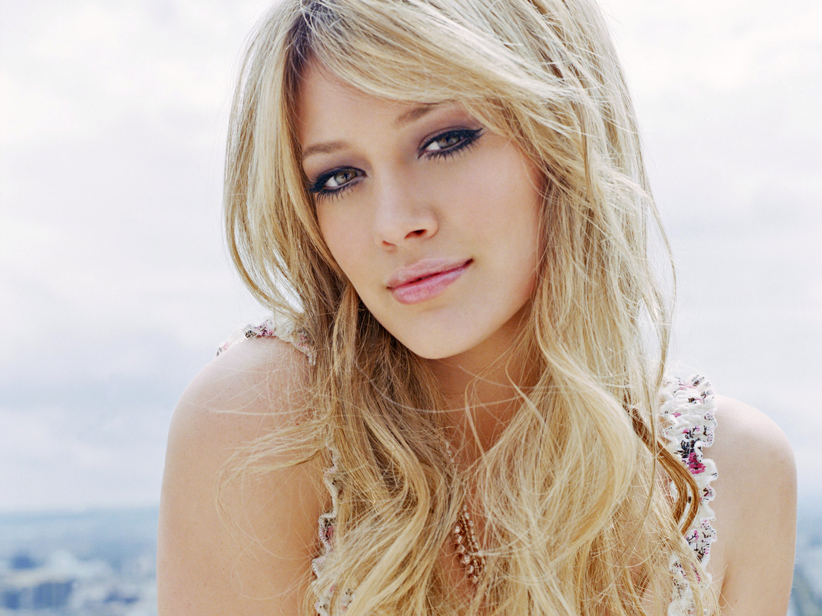 http://4.bp.blogspot.com/-c8XOARsIijc/TyQ4W_x-NoI/AAAAAAAACE4/3neN5S6u-So/s1600/Hilary-Duff-pictures-desktop-Wallpapers-HD-psupero-images-14.jpg