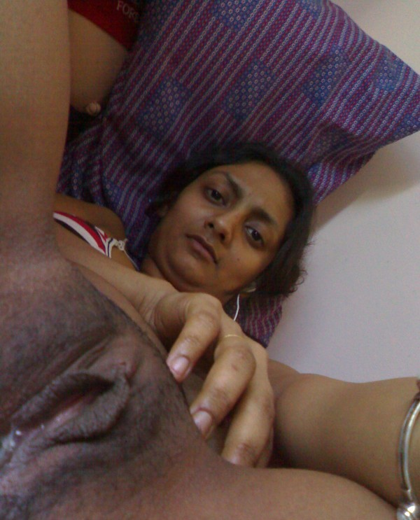 desi girl megha showing boobs and pussy   nudesibhabhi.com