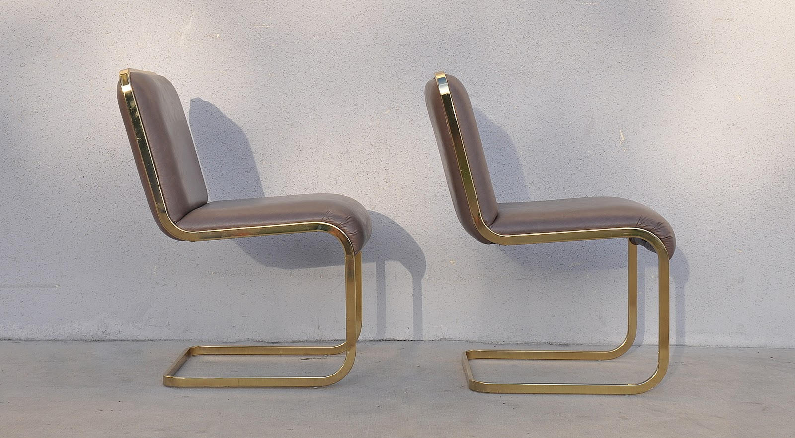 Ordinaire Pair Of Milo Baughman Cantilever Brass Chairs