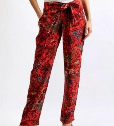 Pantalón estampado en rojo