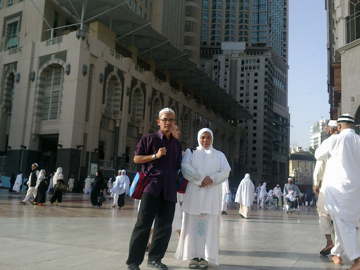 Bersama Ahmad Sabri di perkarangan Masjidilharam March 2011