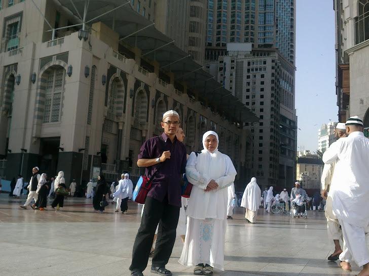Bersama Ahmad Sabri di perkarangan Masjidilharam March 2011