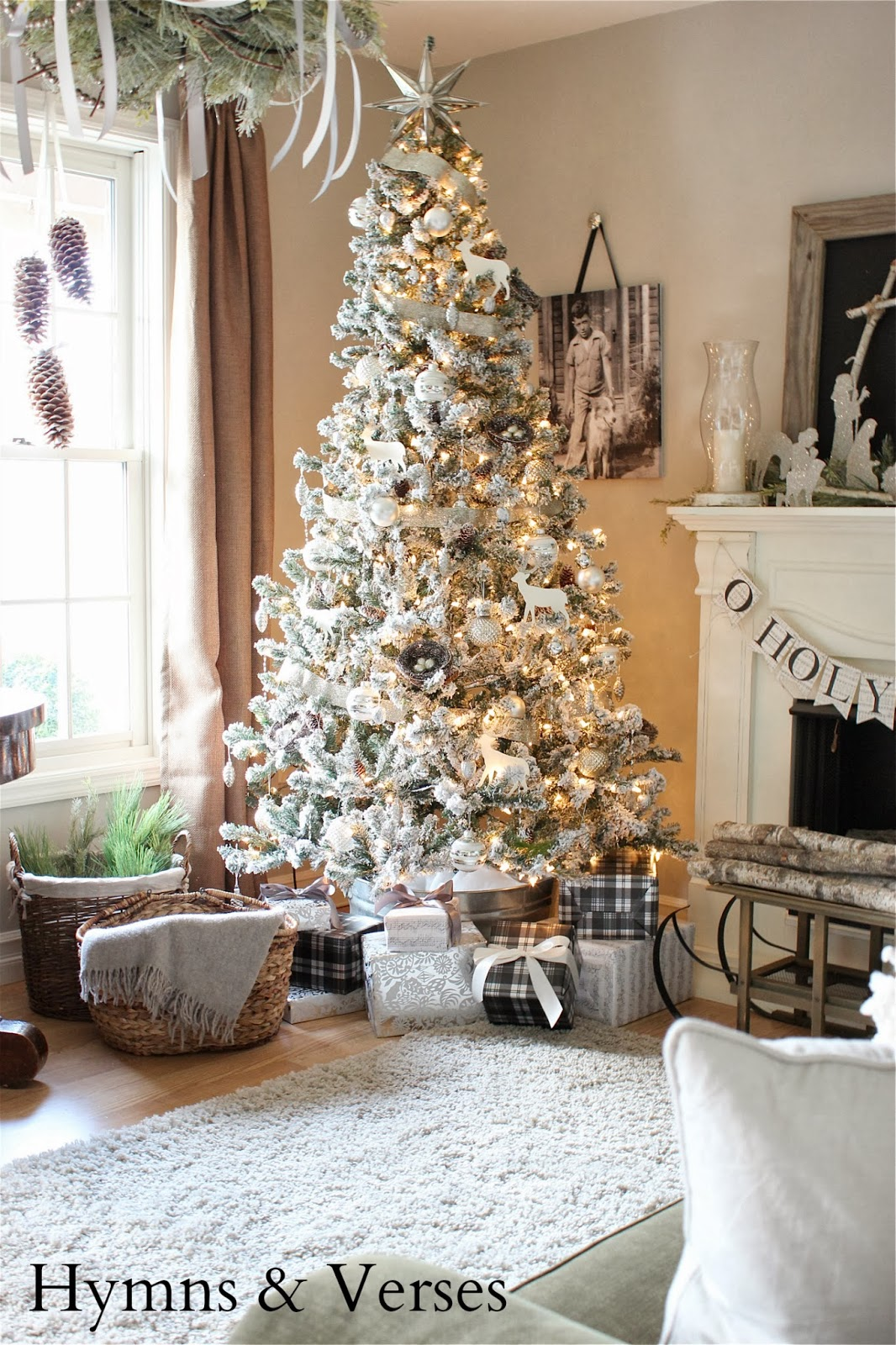 2013 christmas home tour hymns and verses - Christmas decoration in living room ...