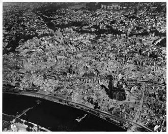 Frankfurt destruída após Segunda Guerra Mundial